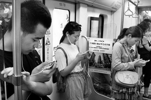 低头族五招摆脱手机的控制