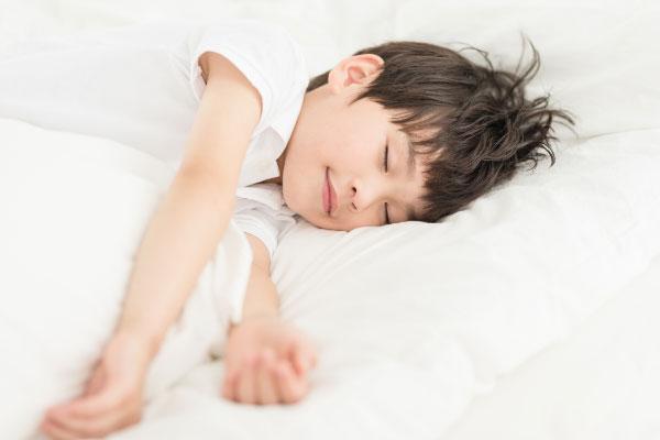睡眠不足会影响孩子长高 这些注意事项要了解