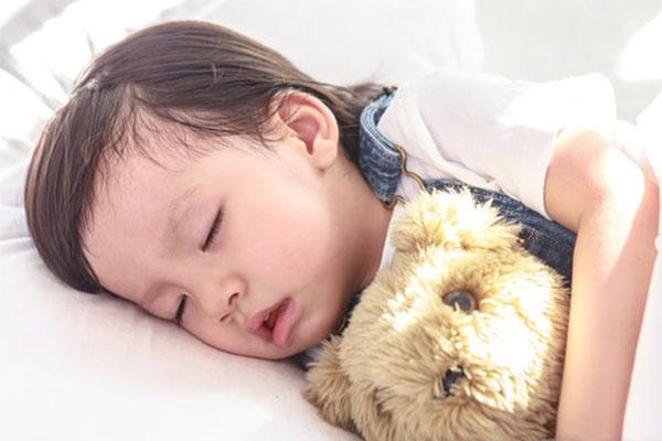 晚上开灯睡觉?当心影响宝宝的生长发育