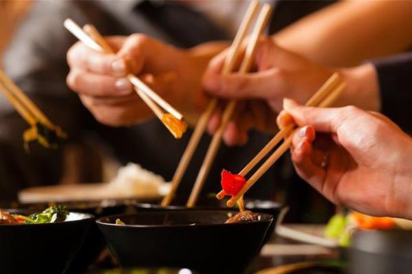 经常聚餐怕长胖?注意3件事怎么吃都不长肉