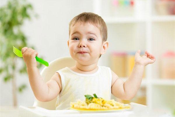 小孩挑食偏食怎么办?3个方法帮助引导