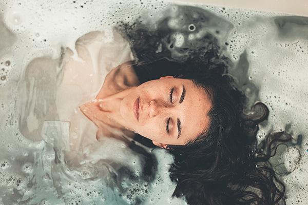 女生冬天多久洗一次头,很多人都不知道