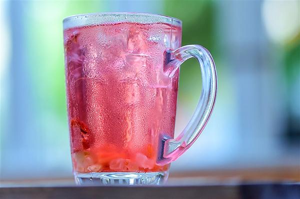饮料能代替水吗?小心诱发这些疾病